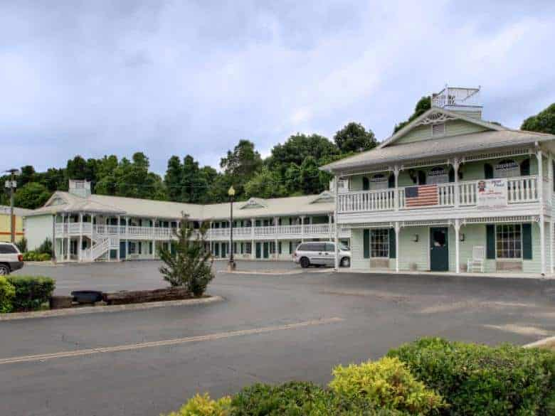 Key West Inn - LaFayette